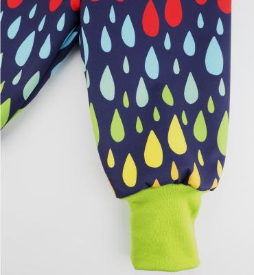 Softshellbroek met regenboog druppels
